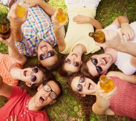 Bier-barbecue-vrienden-tuin-zomer-vakantiehuis-Ardennen (2)