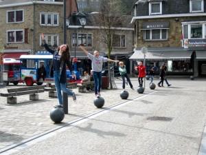 Kinderen marktplein La Roche vakantiehuis Ardennen (3)