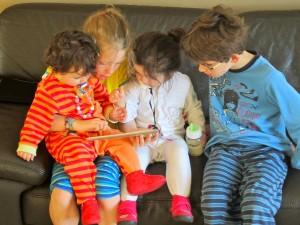 Kinderen op iPad vakantiehuis Ardennen (3)
