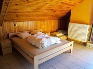 Slaapkamer boven dubbelbed vakantiehuis Ardennen (2)