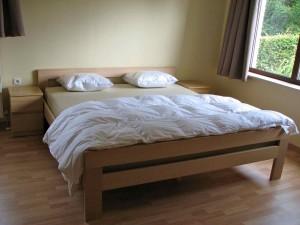 Slaapkamer dubbelbed vakantiehuis Ardennen (3)