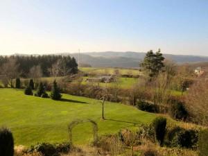 Uitzicht tuin herfst vakantiehuis Ardennen
