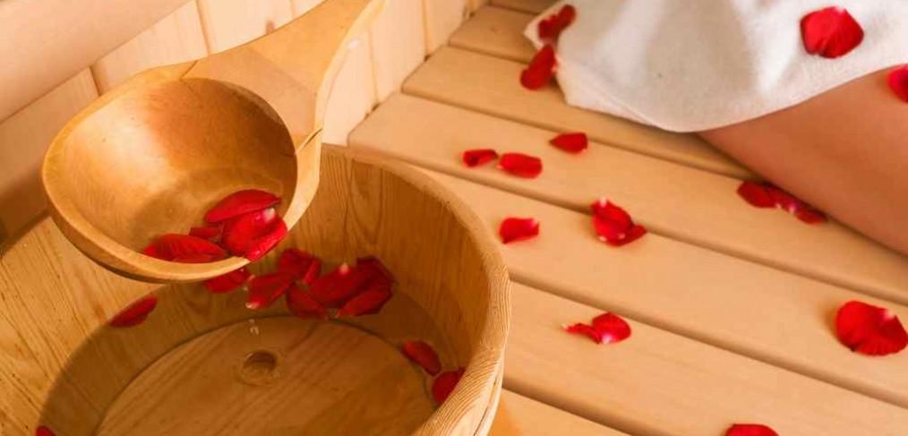 Sauna-rozenblaadjes-relaxen-vakantiehuis-Ardennen